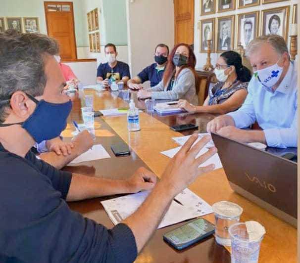 Marquinhos Trad (esq) em reunilão com assessor do ministério, Airton Cascavel (camisa clara) (Foto/Reprodução)