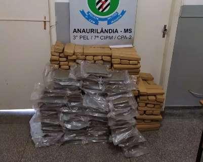 Polícia descobre 300 kg de drogas escondidas em sucata transportada em carreta