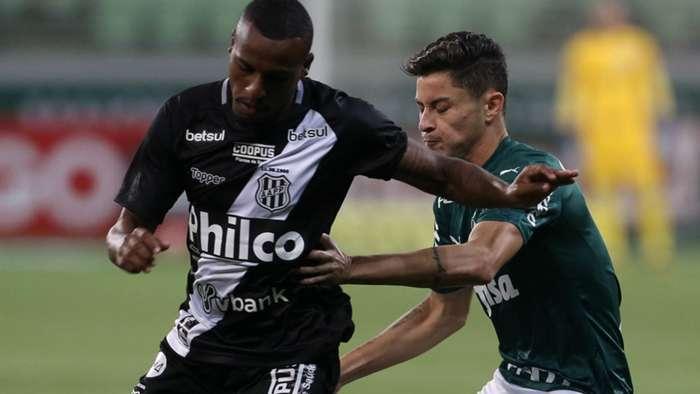 Jogadores durante disputa realizada na noite deste domingo (2). (Foto: Cesar Greco/Palmeiras)
