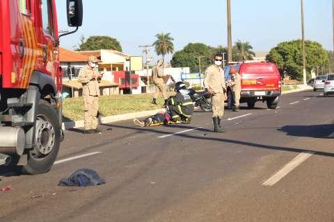 Homem é atropelado em avenida e levado em estado grave à Santa Casa