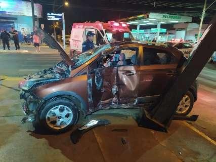 Policial avança sinal e fica em estado grave ao ser atingido por veículo