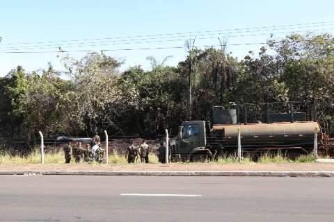 Pela 3ª vez, militares tentam controlar incêndio em área do Exército