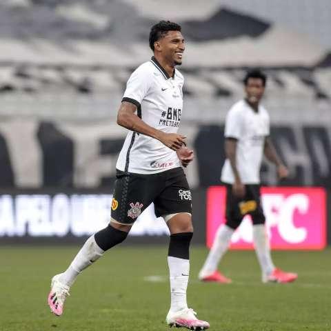 Candidato a ídolo no Corinthians, Éderson partiu do Tiradentes para o futebol