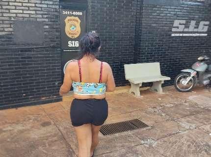Polícia prende travesti que assaltou motorista de aplicativo com o namorado