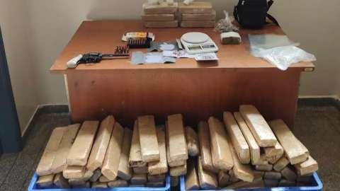 Polícia encontra 120Kg de maconha em chácara e 3 são presos por tráfico