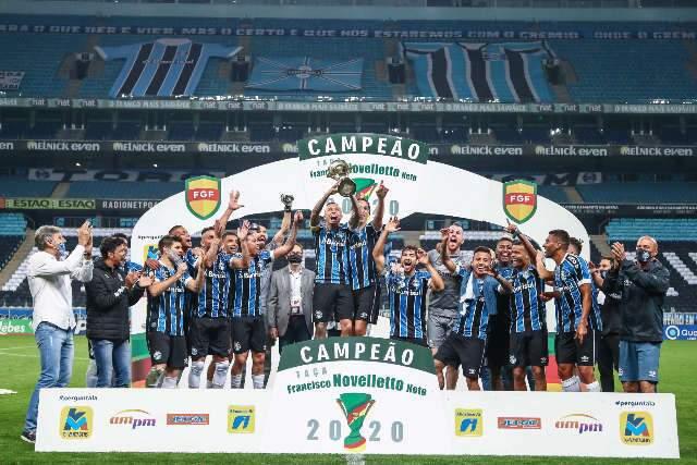 Grêmio vence o Internacional por 2 a 0 e leva título do segundo turno