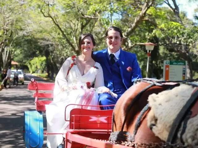 Os noivos, Giovanni Pellizer e Sonia Menabreaz se casaram no Hospital São Julião em 2017.