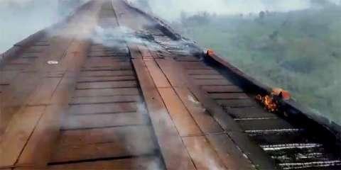 Fogo atinge ponte de madeira e interrompe tráfego na Estrada Parque
