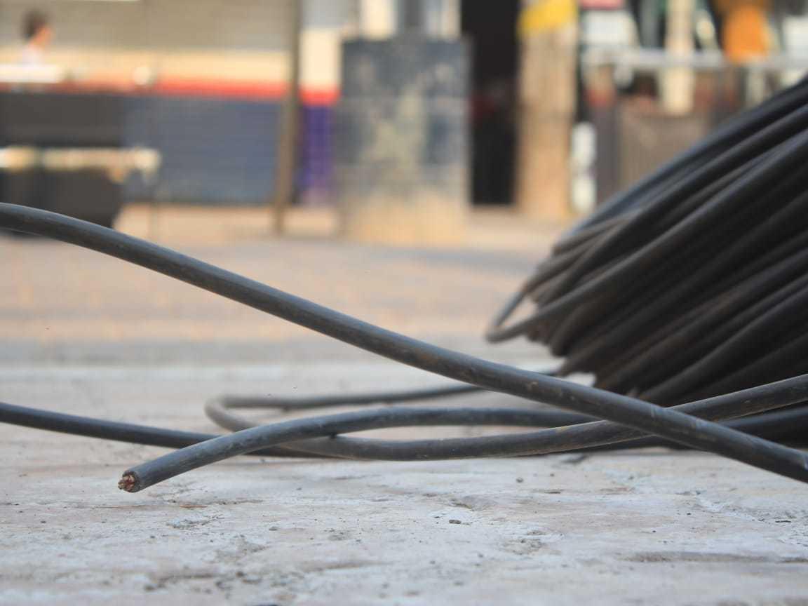 Rolo de fio de cobre na Rua 14 de Julho em Campo Grande. (Foto: Campo Grande News/Arquivo)