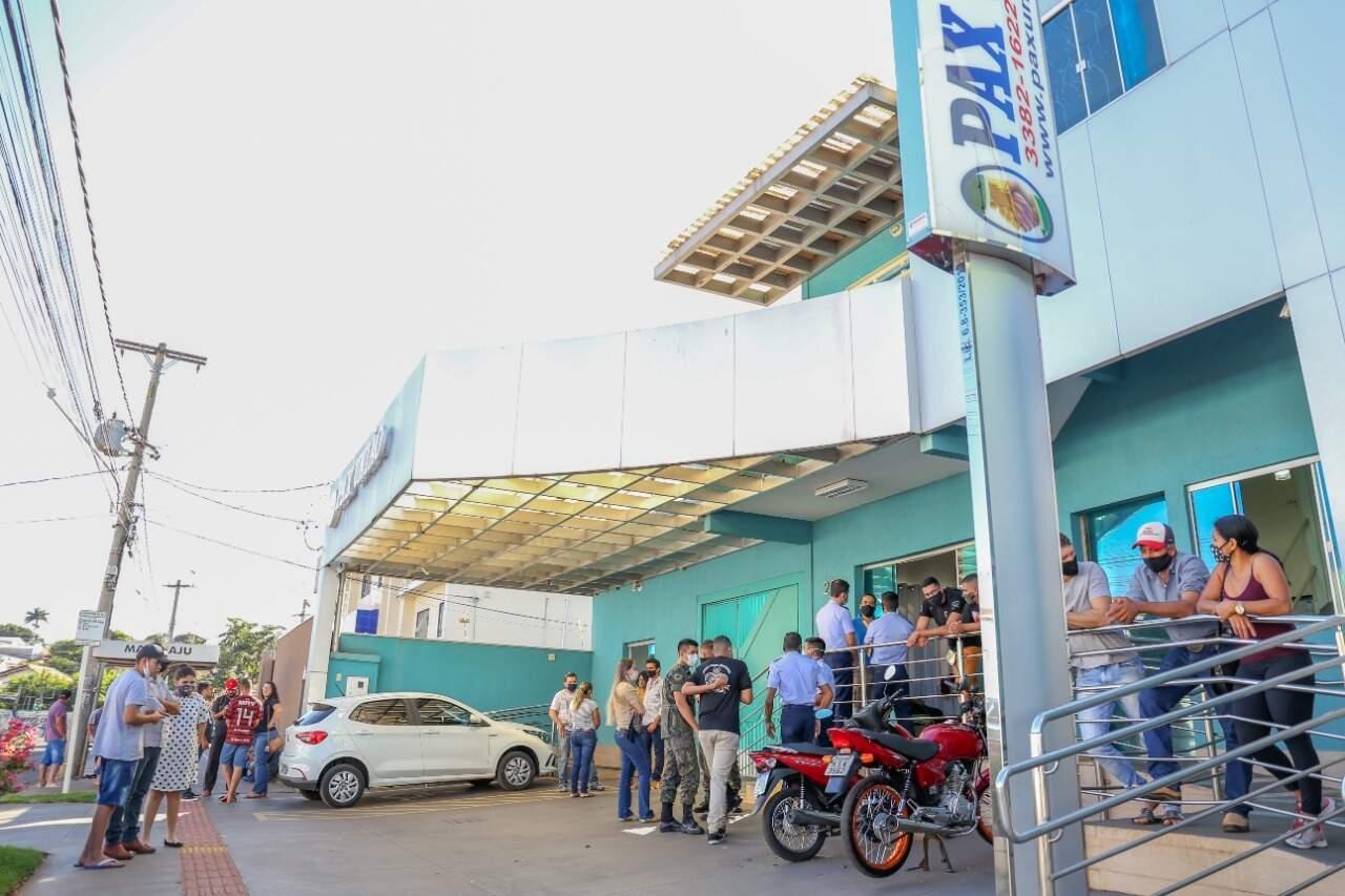 Velório aconteceu em funerária da Rua Maracaju, na Capital(Foto: Kisie Ainoã)