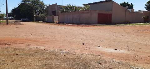Desde 2014, moradores esperam obras de pavimentação paralisadas na Vila Nasser