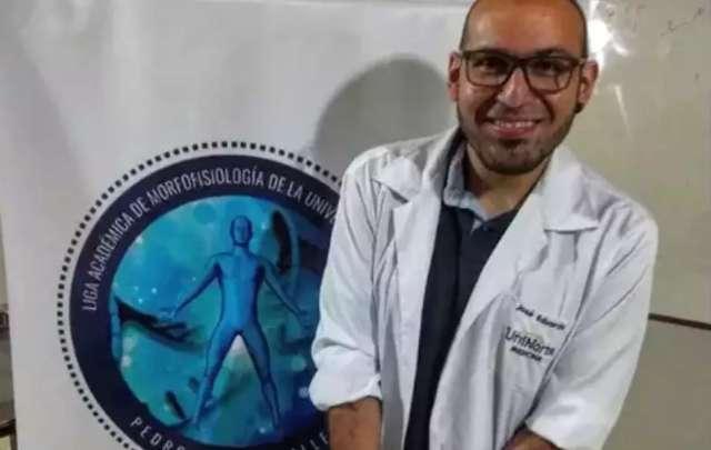 Após 8 anos tentando vaga pública, José só conseguiu pagar Medicina no Paraguai