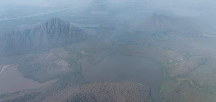 Serra do Amolar encoberta pela fumaça (Foto: Diário Corumbaense/Reprodução)