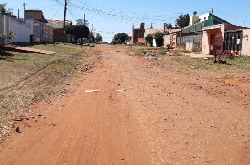 Rua São Lucas, uma das que continua sem asfalto no Bairro Vila Nasser (Foto: Direto das Ruas)