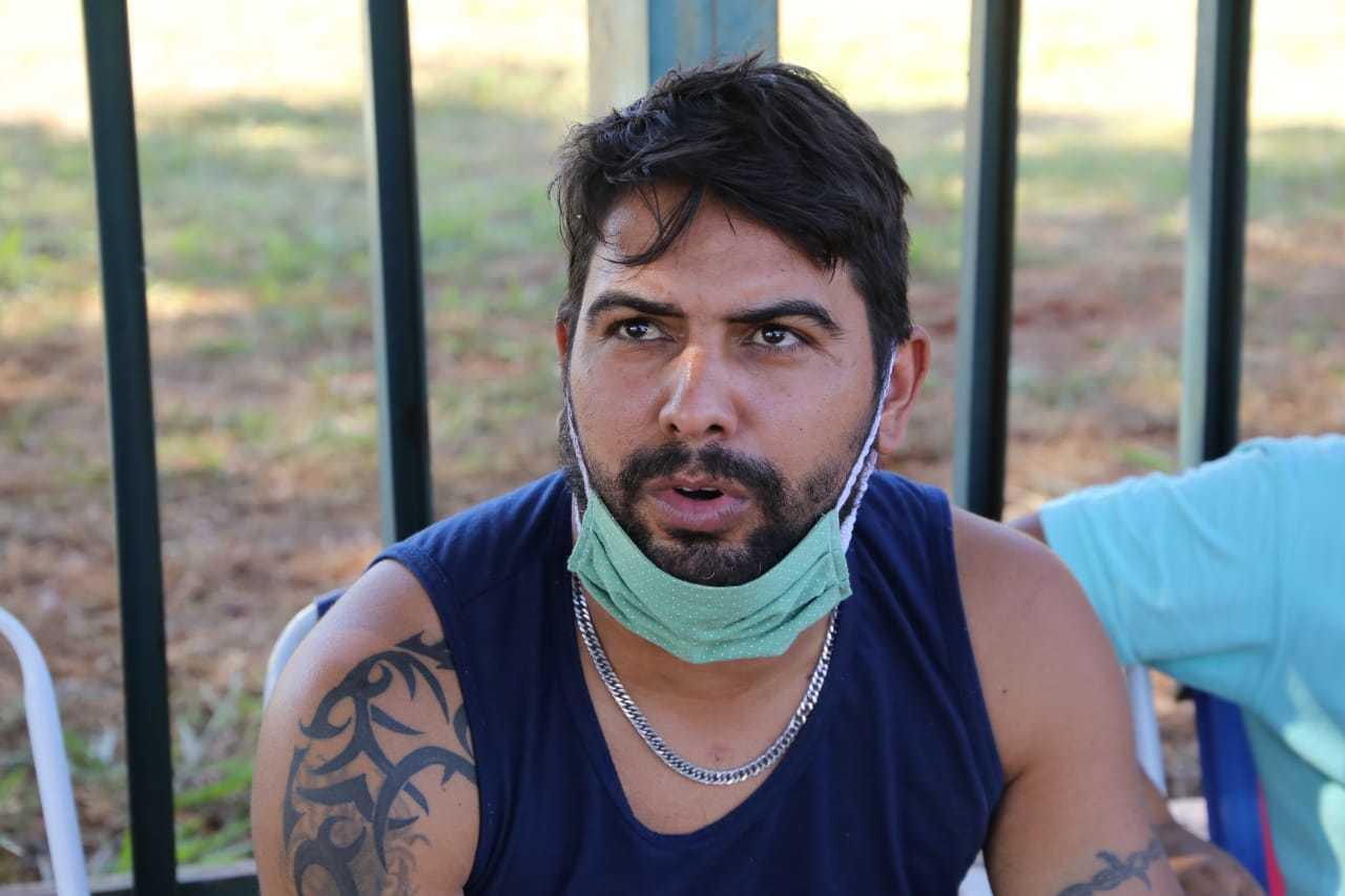 Leandro Cardoso dos Santos, de 29, diz que envidividamento em casa só tem aumentado. (Foto: Kísie Ainoã)
