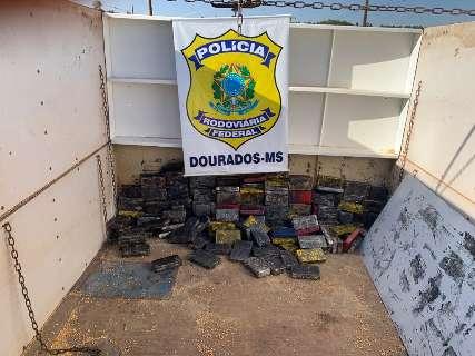 Polícia apreende cocaína em fundo falso de carreta com milho