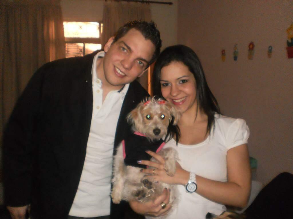 Carla e Vitor com Donatella. (Foto: Arquivo pessoal)