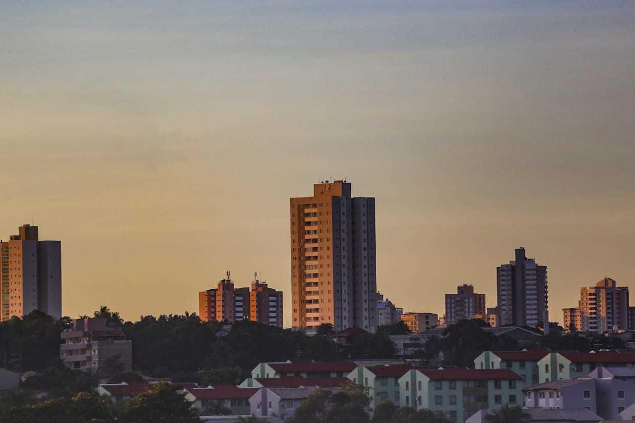 Céu de poucas nuvens deve se repetir na Capital neste fim de semana (Foto: Marcos Maluf)