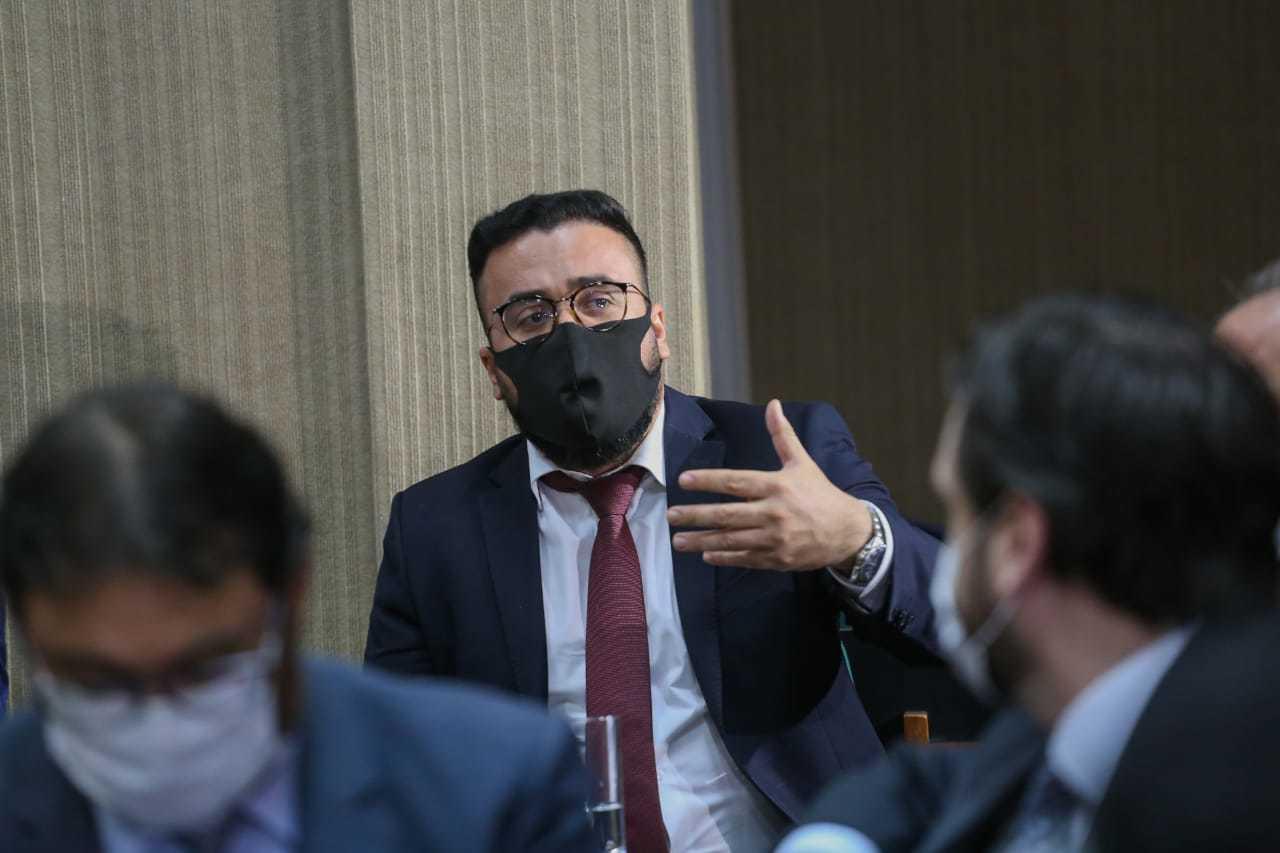 Procurador-geral do município, Alexandre Àvalo, durante audiência de conciliação nessa sexta-feira (Foto: Henrique Kawaminami)