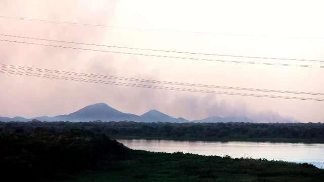 Em 3 dias fogo consumiu 2 mil hectares no Pantanal da Nhecolândia