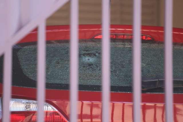 Carro e casa são atingidos por pelo menos seis tiros e assusta moradora