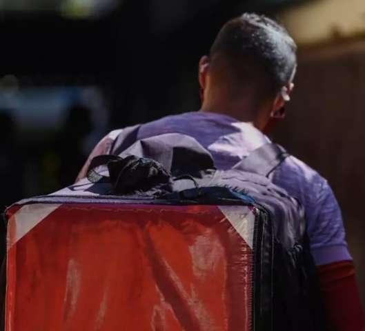 Dos experientes aos de 1ª viagem, Dia dos Pais é de trabalho para entregadores