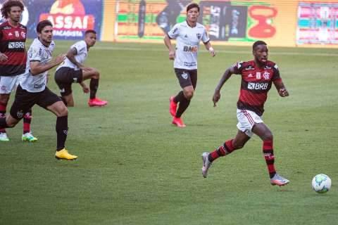 Com gol contra de Filipe Luís, Atlético-MG vence o Flamengo por 1 a 0