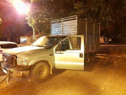 Caminhão abandonado em estrada levava quase 4 toneladas de maconha