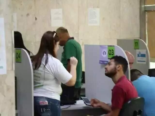 Candidato em busca de vaga de emprego na Funtrab (Foto: arquivo/Campo Grande News)