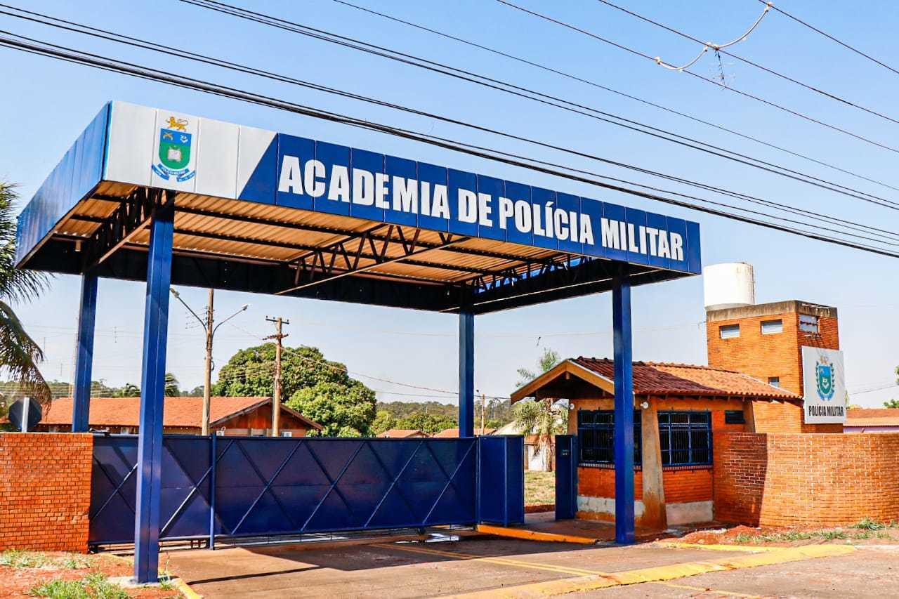 Academia da Policia Militar fica localizada na Avenida Duque de Caxias, em Campo Grande. (Foto: Henrique Kawaminami)