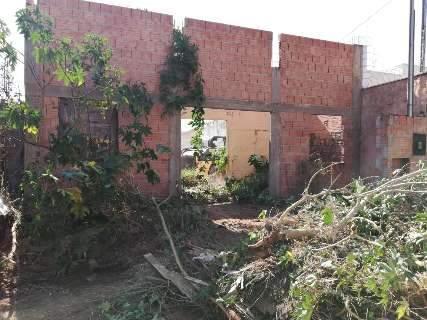 Após reclamação, dono de terreno no Pioneiros providencia limpeza