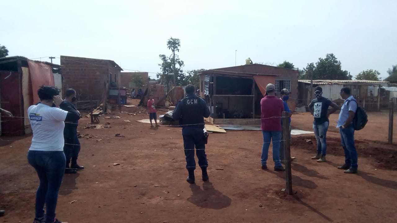 Guarda Civil Metropolitana foi até o local para remover a família (Foto: Direto das Ruas)