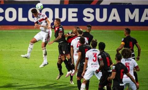 Atlético-GO manda Flamengo para a lanterna do Brasileirão com vitória por 3 a 0
