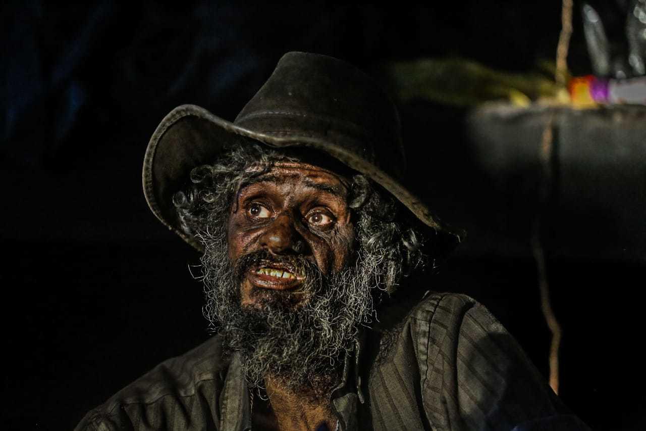 Sem vontade de viver, ele diz que perdeu as contas de quanto faz desde o último banho. (Foto: Marcos Maluf)