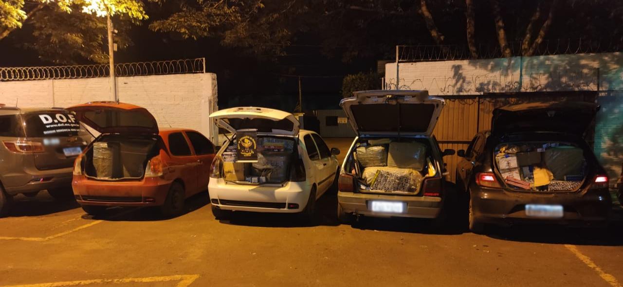 Veículos carregados com produtos contrabandeados (Foto: Divulgação)