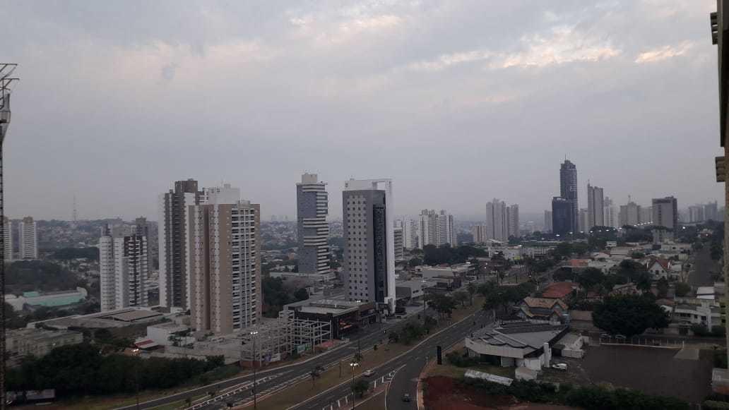 Imagem enviada por leitora do alto de prédio mostra amanhecer em Campo Grande na região do Shopping Campo Grande. (Foto: Direto das Ruas) )