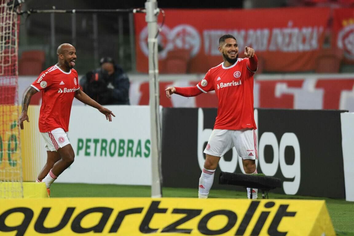 Comemoração dos jogadores do Internacional diante da vitória desta noite. (Foto: Internacional/FC)