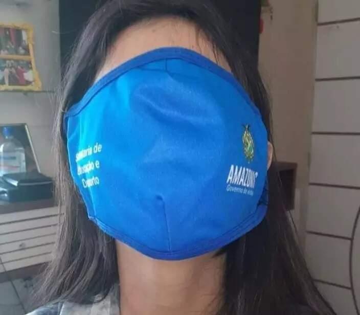 Aluna mostra máscar cobrindo todo o rosto (Foto: Radar Amazônico)