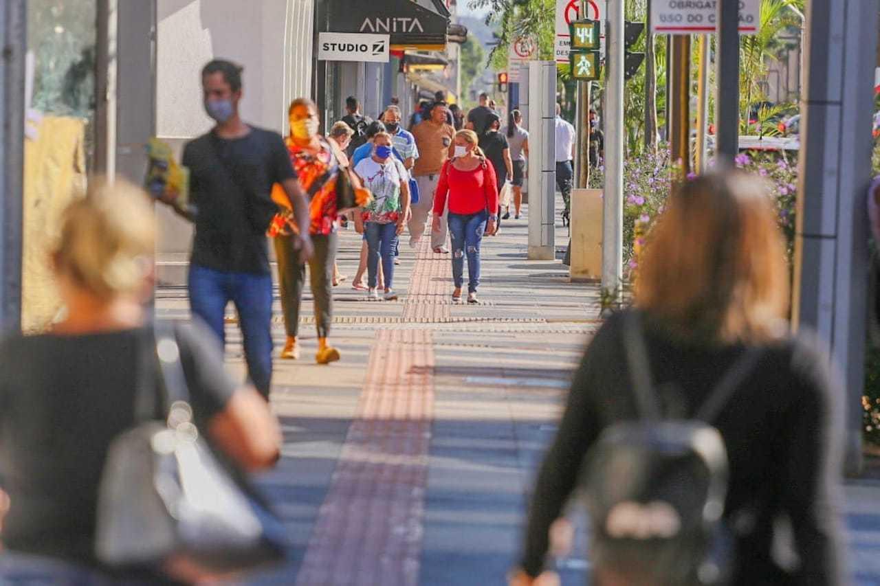 Movimentação de pessoas no Centro de Campo Grande. (Foto: Marcos Maluf)