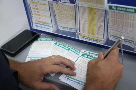 Mega-Sena paga R$ 12,5 milhões nesta quinta-feira; confira as dezenas sorteadas