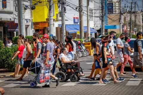 """Capital melhora rastreio de casos e deixa de ser """"bandeira preta"""" para covid"""