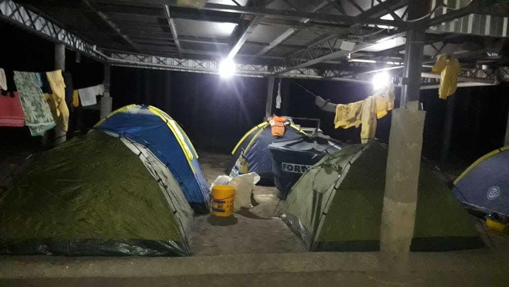 Brigadistas do Prevfogo e Corpo de Bombeiros Militar estão acampados na região sul de Corumbá. (Foto: Divulgação/Ibama)