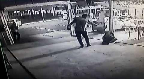 Câmeras de segurança flagraram momento em que motoentregador é morto por colega