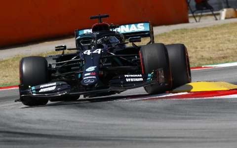 Lewis Hamilton faz melhor tempo e larga na frente no GP da Espanha