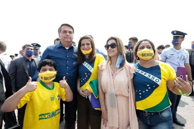 Após o chamego, senadora dá facada nas costas de Bolsonaro