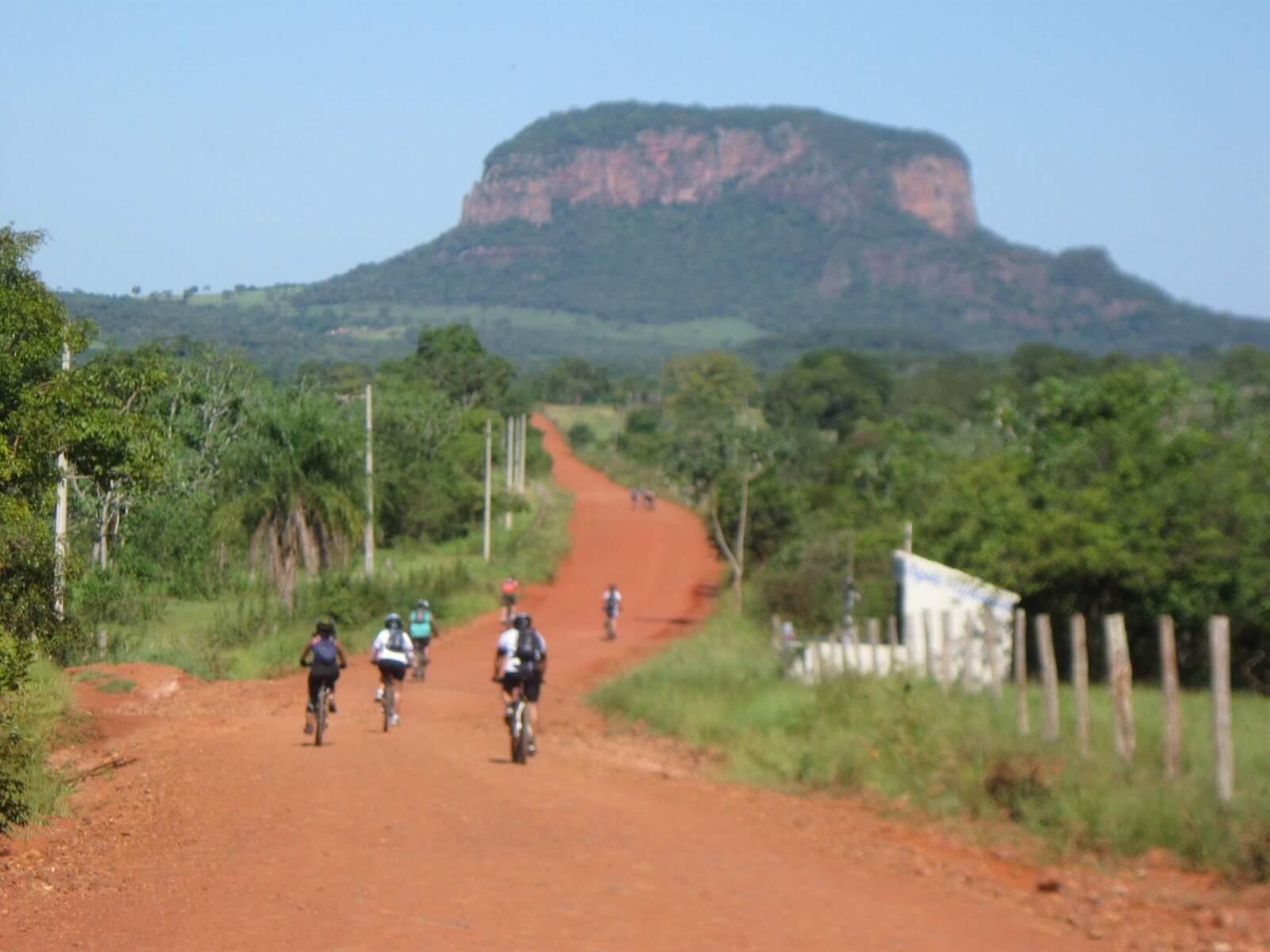 O Morro do Paxixi, em Aquidauana, distante 140 km de Campo Grande, uma das opções de destino turístico em Mato Grosso do Sul para fazer de carro (Foto: Reprodução)