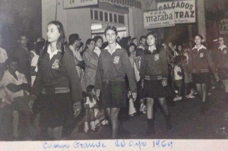 Jovens desfilam em 26 de agosto de 1969 (Foto: Acervo Moacir Lacerda)