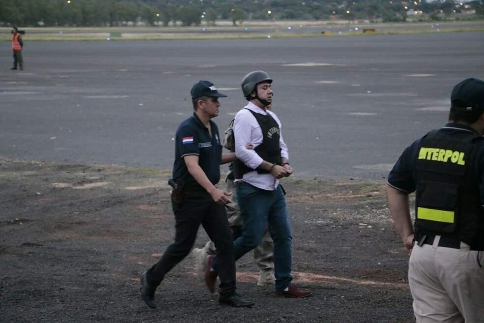 Jarvis Gimenes Pavão, em dezembro de 2017, quando foi trazido do Paraguai para o Brasil (Foto: Arquivo)
