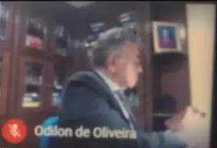 O juiz Odilon de Oliveira durante a audiência ontem na 1ª Vara Criminal, feita por videonconferencia. (Foto: Direto das Ruas)