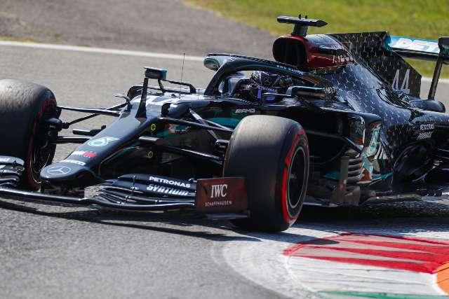 Lewis Hamilton faz melhor tempo e larga na frente no GP da Itália